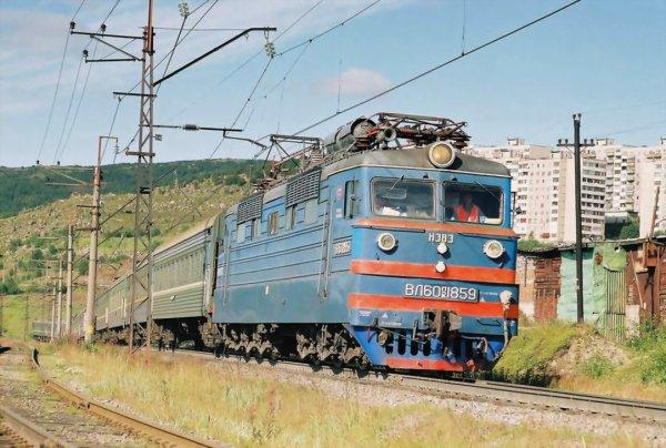 электровозов ВЛ61 позволил