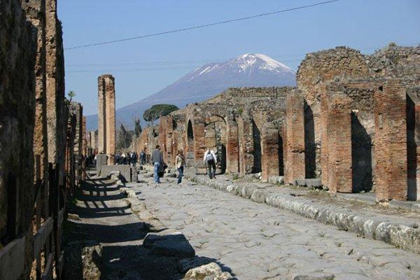 Молодежная встреча в Помпеях